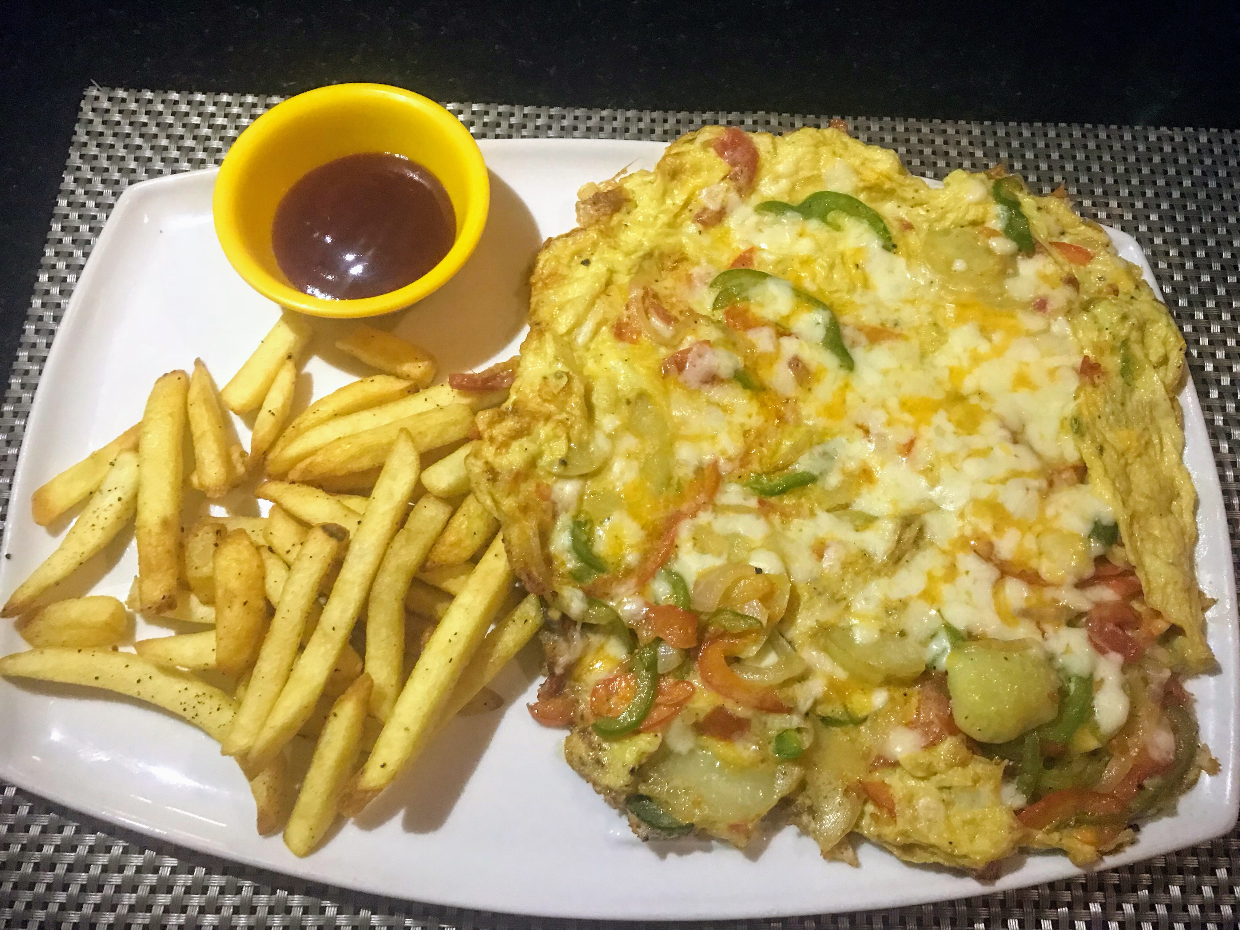 Omelette and chips, Pondicherry