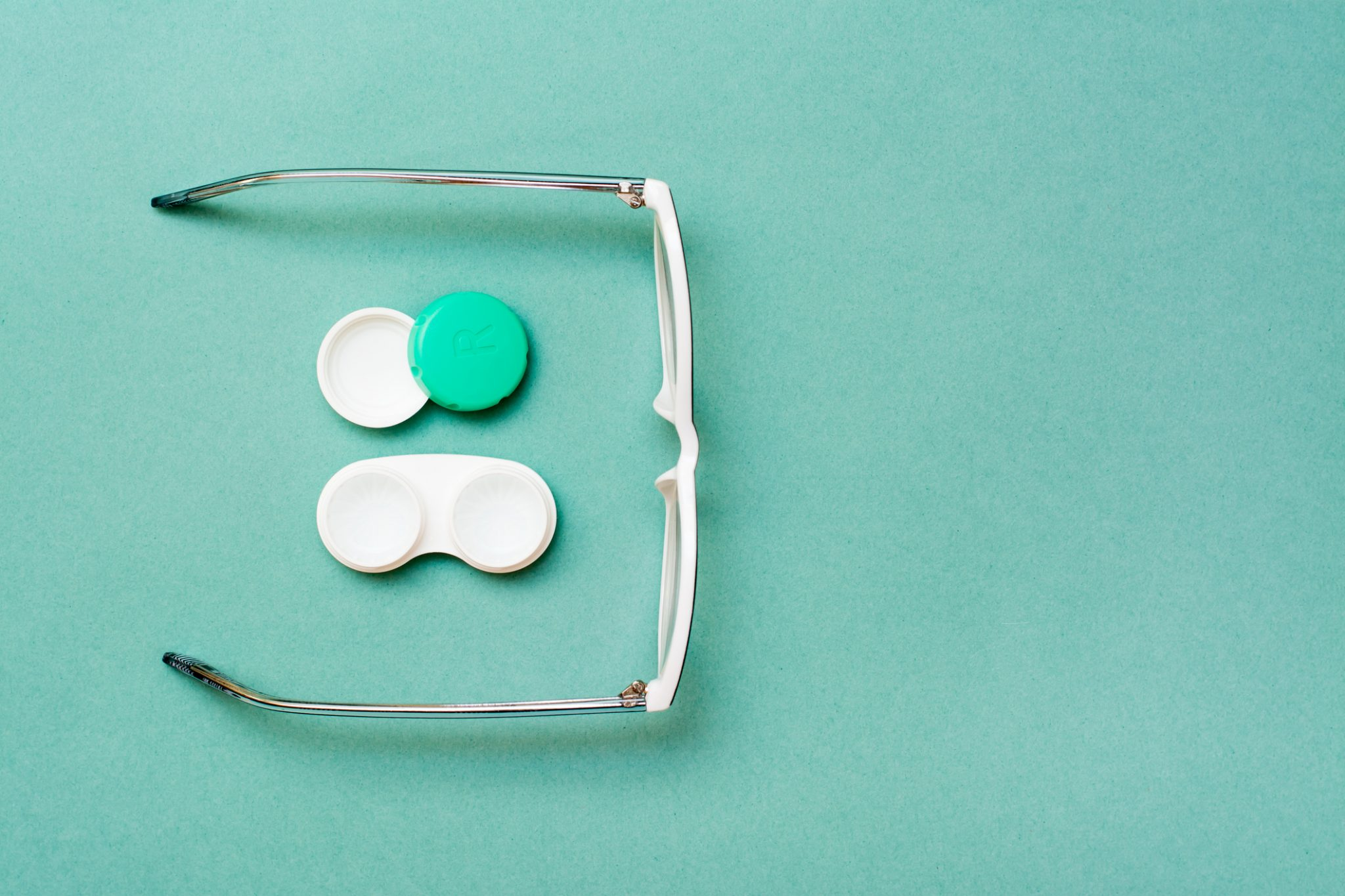 How to wear glasses and contact lenses in a more eco-friendly way