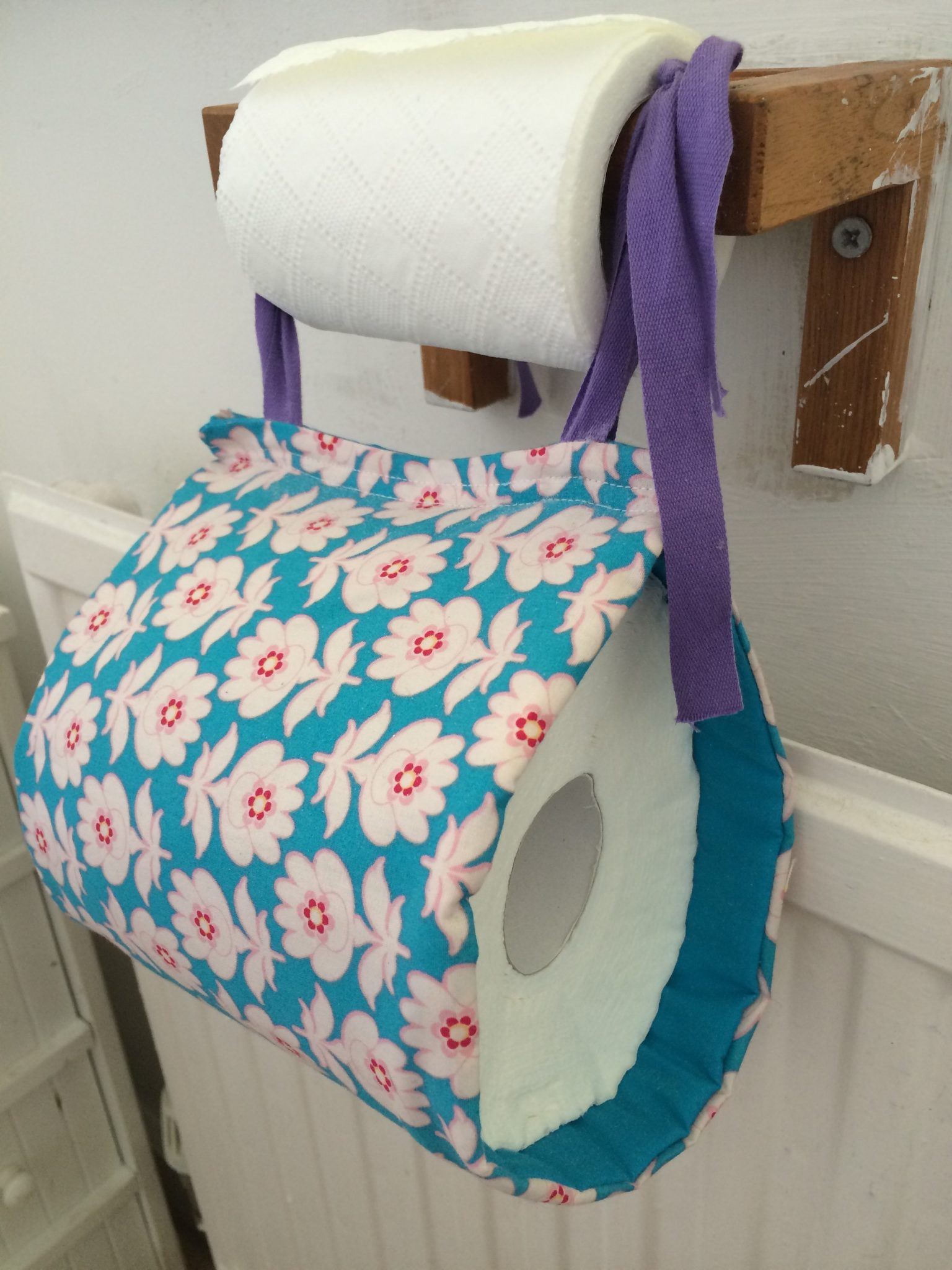 How to sew a toilet roll holder