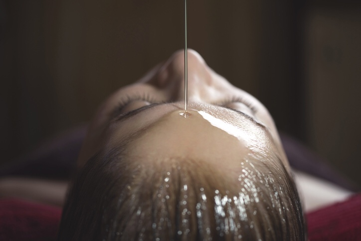 What is it like to experience a shirodhara Ayurvedic brain massage?