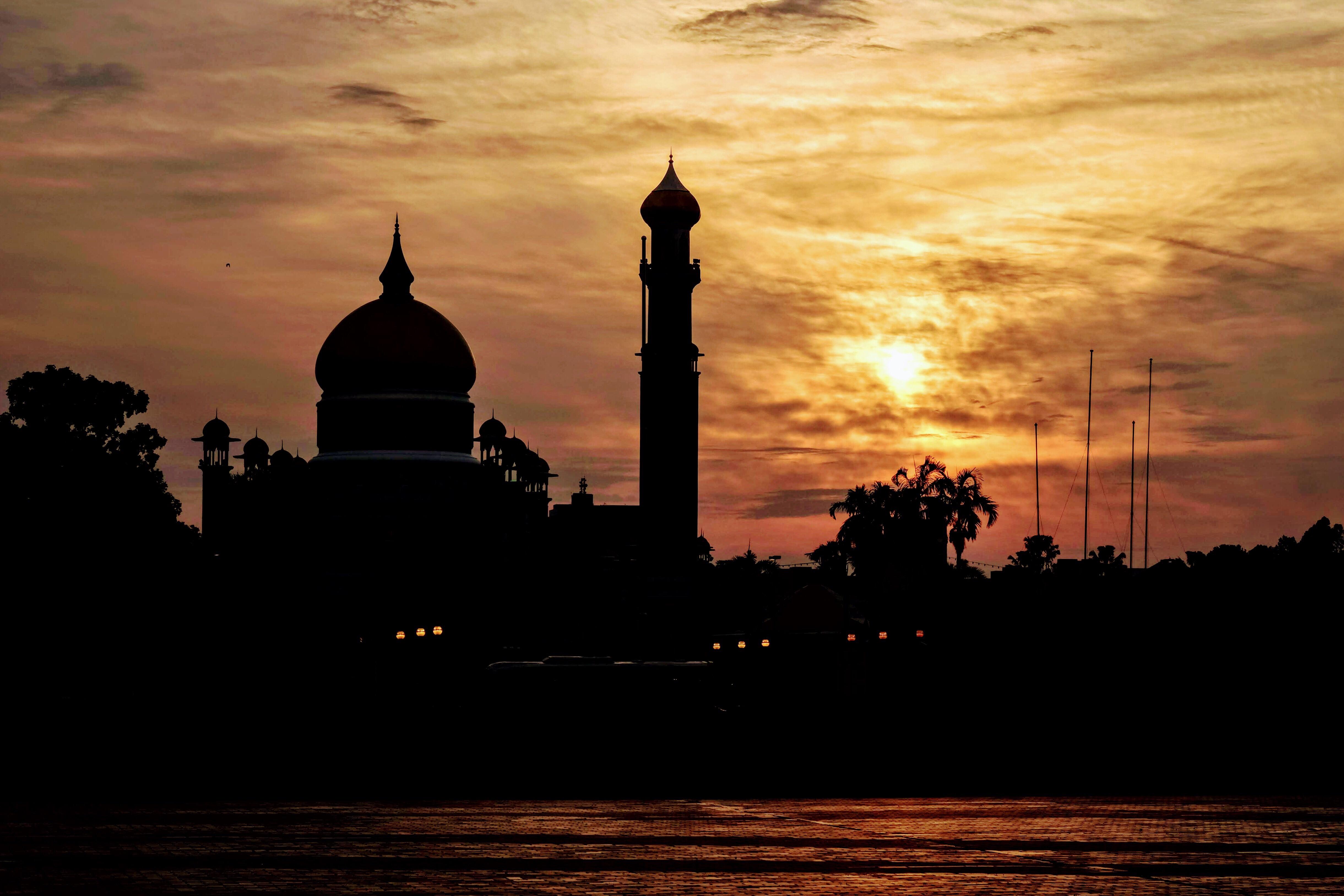 Omar Ali Saifuddien Mosque, Brunei